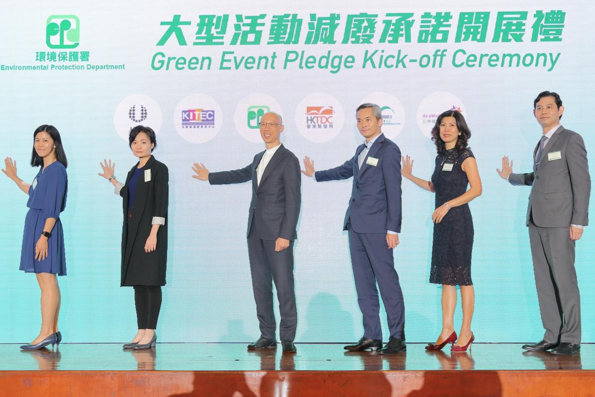 The Secretary for the Environment, Mr Wong Kam-sing, officiates at the Green Event Pledge Kick-off Ceremony with representatives from Hong Kong Convention and Exhibition Indutry