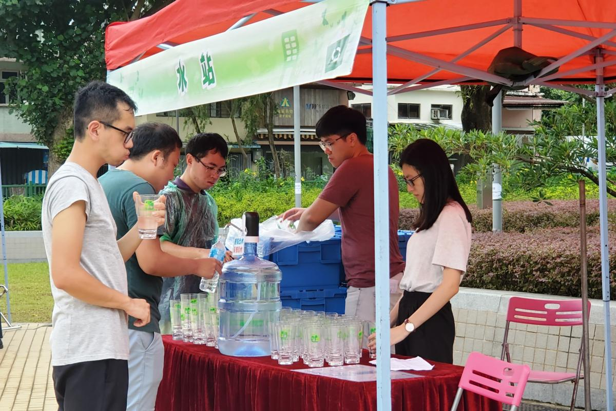 Participants are using the water refilling station