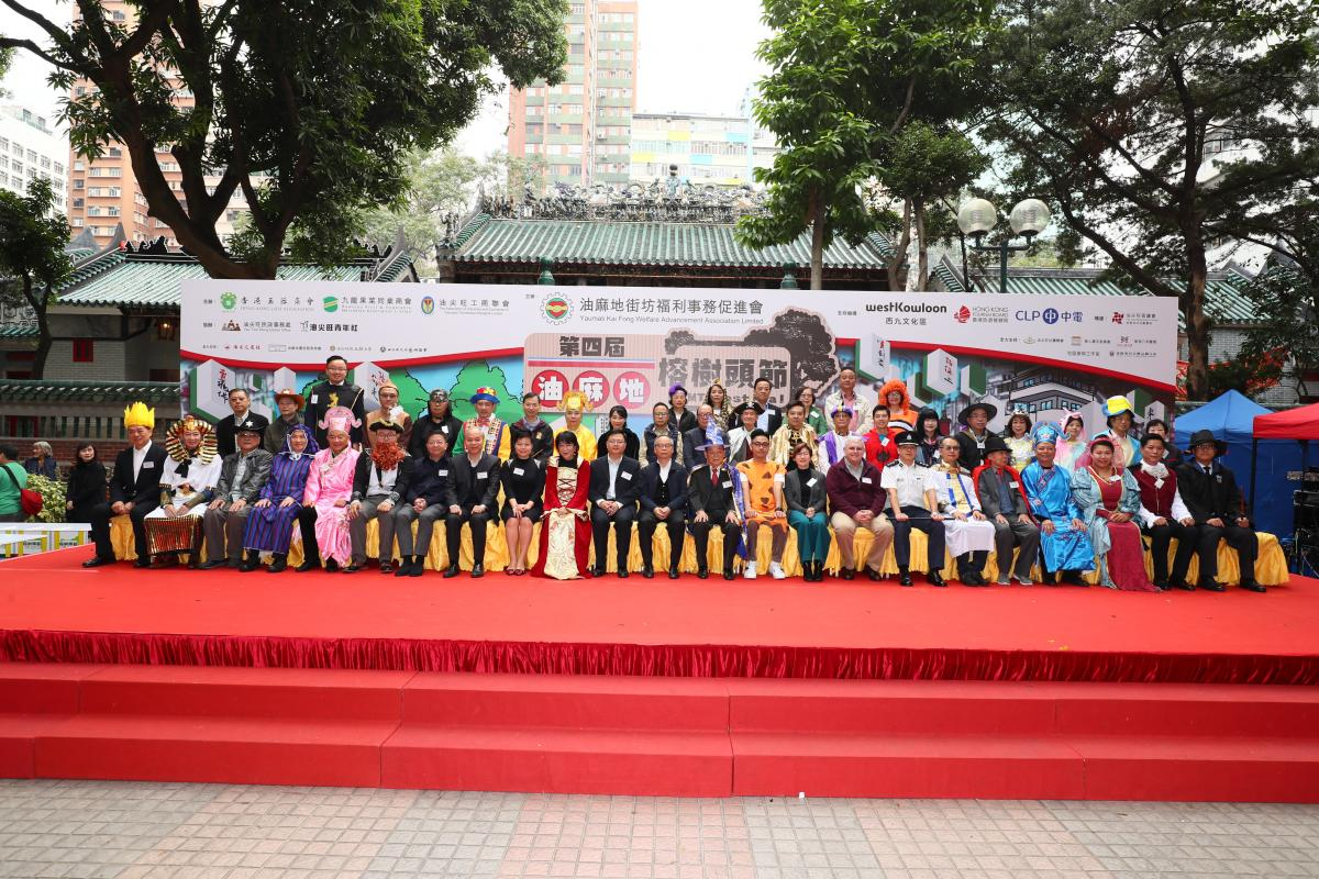 Group photo of the guests of YMT festival and participants of wooden cart match