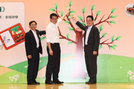 Secretary for the Environment, Mr. Edward TW Yau, Undersecretary for Education, Mr. Kenneth Chen, and Chairman of the Waste Recovery Projects Vetting Subcommittee, Environment and Conservation Fund, Professor Jonathan Wong placed leaves on the tree of the backdrop.